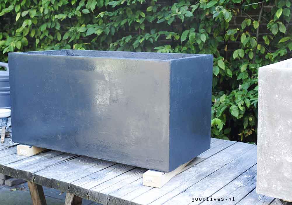 Primer on fiber clay planter, Goodlives.nl