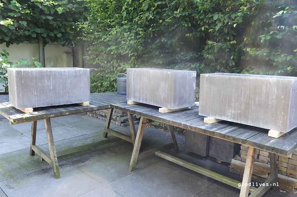 unprepared fiber clay pots in the garden, Goodlives.nl