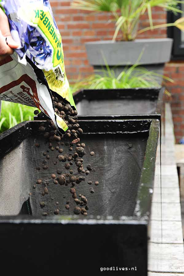 Fiber clay planter filled with hydro grains, Goodlives.nl