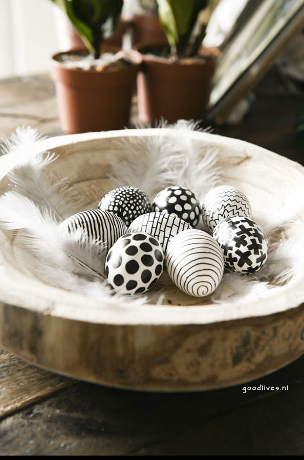 Coloring easter eggs in black and white, Easter 2018 Goodlives